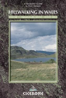 Hillwalking in Wales – Vol 1